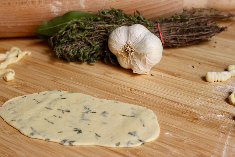 pâte-au-thym-préparation-maison-sans-oeufs